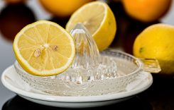 Acqua e limone benefico: ecco i motivi per cui assumerlo