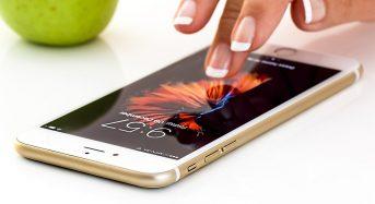 Apple, niente più caricabatterie con gli smartphone