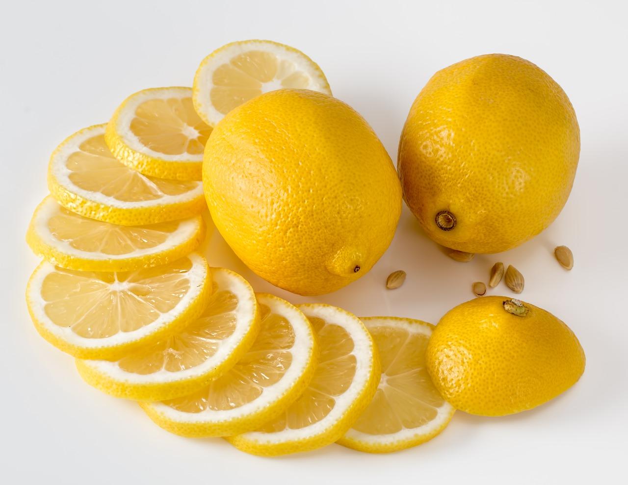 Il limone e i suoi benefici nella perdita dei chili di troppo