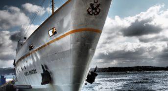Nuovi sbarchi a Lampedusa, soccorsa dalla guardia di finanza.